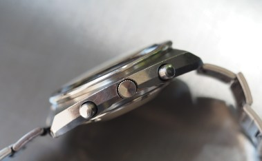 A look at the Seiko 6139 Pogue case from the side shows many surfaces