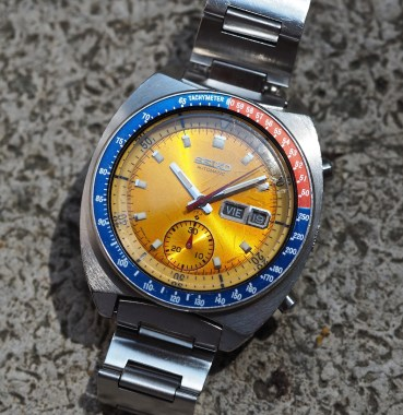 The yellow dial of the Seiko 6139 Pogue truly radiates in the light
